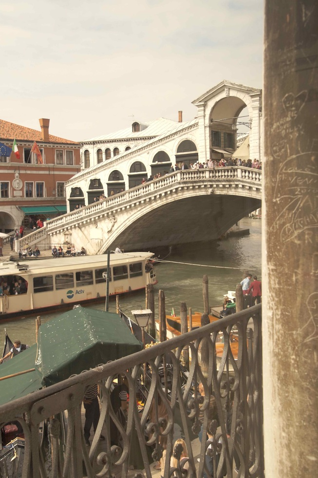 ..at famous Rialto Bridge :D